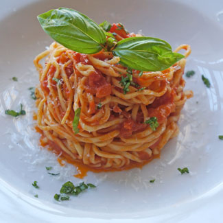 tomato-and-basil-sauce-recipe-featured